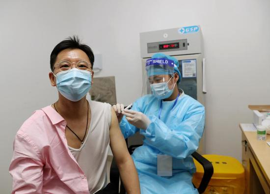 Li Zhenghong, the president of the Association of Taiwan Investment Enterprises on the Mainland (ATIEM), takes the COVID-19 vaccine at a community health center in Malu Town of Jiading new city, east China's Shanghai, April 19, 2021. (Xinhua/Liu Ying)
