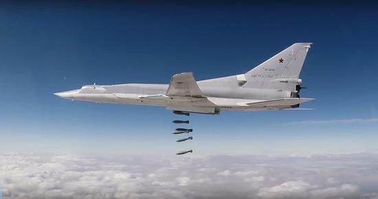 Russian airstrikes destroy terrorist base in Syria