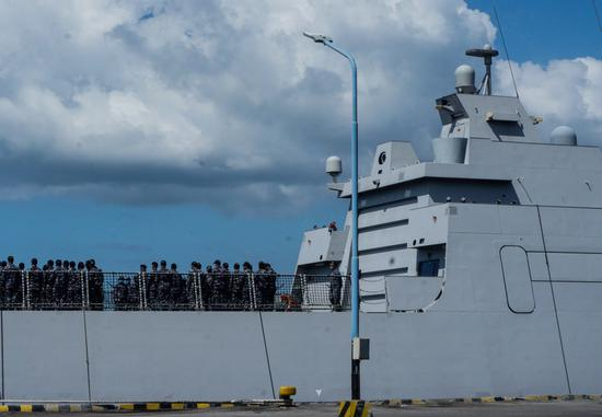 Searchers find debris from missing Indonesian submarine: navy chief of staff
