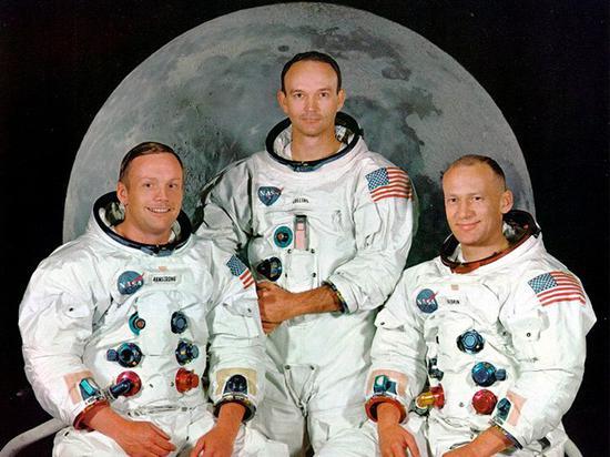 Apollo astronaut Michael Collins dies at 90