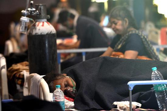 COVID-19 patients are seen at a care center in New Delhi, India, April 29, 2021. (Photo:Xinhua/Partha Sarkar)