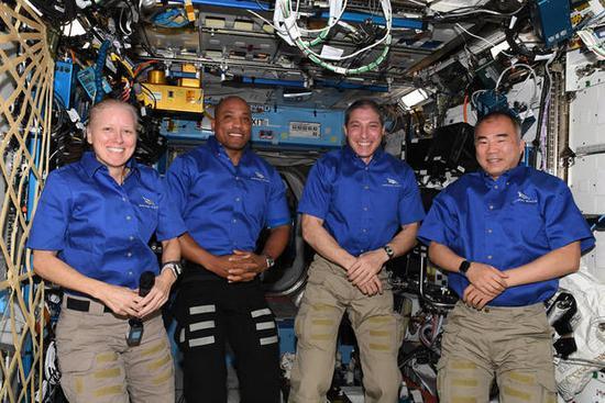 SpaceX Crew Dragon splashes down off Florida