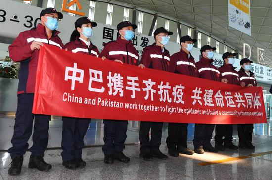 Medical experts attend a departure ceremony at the airport in Urumqi, northwest China's Xinjiang Uygur Autonomous Region, March 28, 2020. (Xinhua/Sadat)