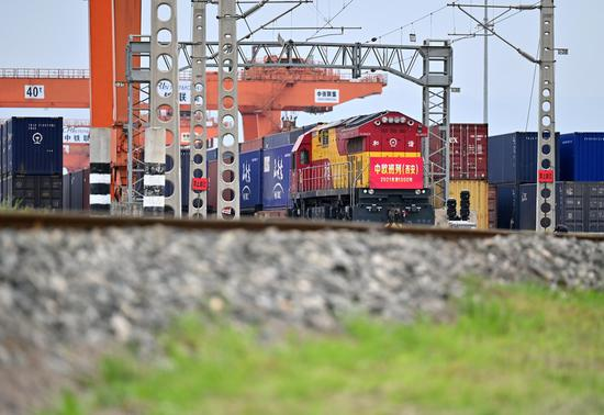 Xi'an sees more cargo transport via train service between China, Europe