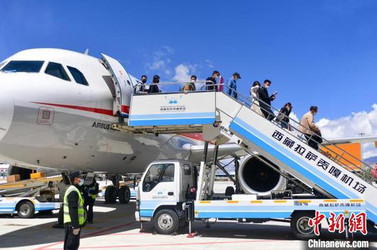 Gonggar Airport in Tibet opens 10 new stands, one cargo station