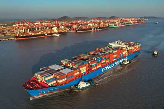 A COSCO Shipping container ship arrives at Yangshan port in Shanghai on Feb 20. (Photo by Yao Feng/For China Daily)
