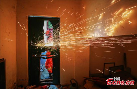 Firefighters conduct earthquake rescue drill in North China's Zhangye