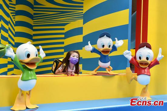 Hong Kong citizens have fun in Donald Duck themed event