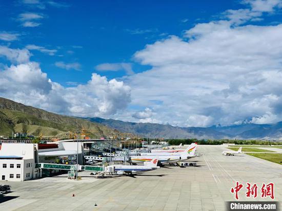 Tibet's civil aviation routes total 140