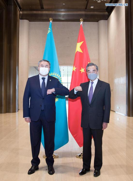 Chinese FM holds talks with Kazakh counterpart