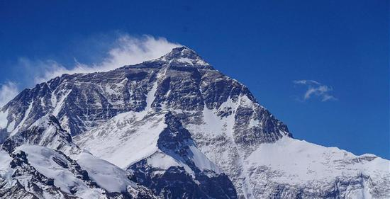 Two climbers die on Mt. Qomolangma