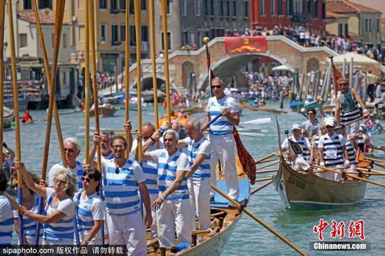 Vogalonga regatta held to celebrate 1,600th anniversary of Venice