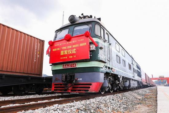China-Europe freight trains become key trade link