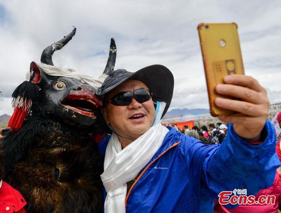 First Beijing-Lhasa tourist train arrives at destination