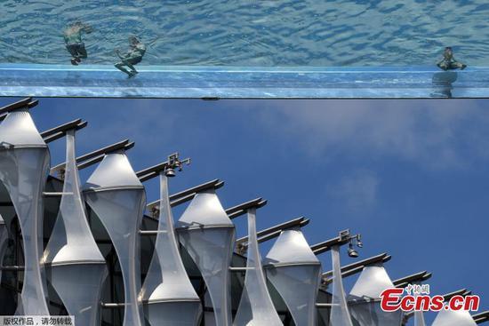 Transparent 'Sky Pool' spans apartment buildings in London
