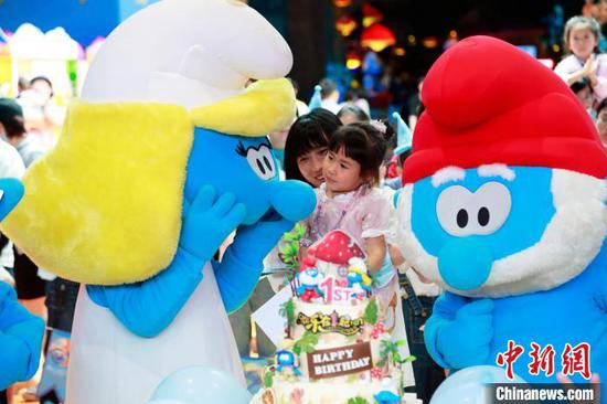 Smurfs-themed park in Shanghai celebrates its first birthday