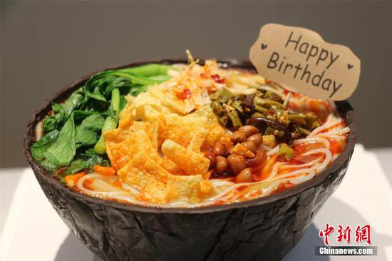 Luosifen cake debuts in its birthplace in Guangxi