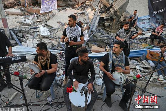 Palestinian musicians call for peace on Gaza's ruins
