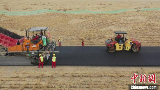 Desert road in Xinjiang to open to traffic in next May
