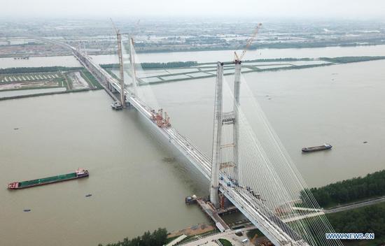 Bianyuzhou Yangtze River Bridge of Anqing-Jiujiang Railway under construction