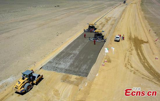 First desert expressway in Xinjiang expected to complete this year