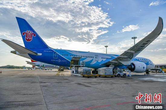 China Southern Airlines Flight lands at Meilan International Airport in Haikou, June 7, 2021. (Photo/China News Service)