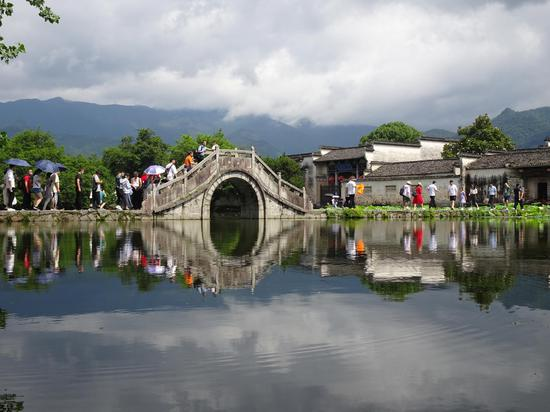 World heritage site Hongcun village receives 17,000 visits during holiday
