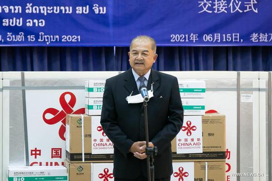 Lao People's Revolutionary Party (LPRP) central committee politburo member, Deputy Prime Minister and Chairman of the National Taskforce Committee for COVID-19 Prevention and Control Kikeo Khaykhamphithoune speaks during the handover ceremony of China-donated COVID-19 vaccines in Vientiane, Laos, on June 15, 2021. (Photo/Xinhua)