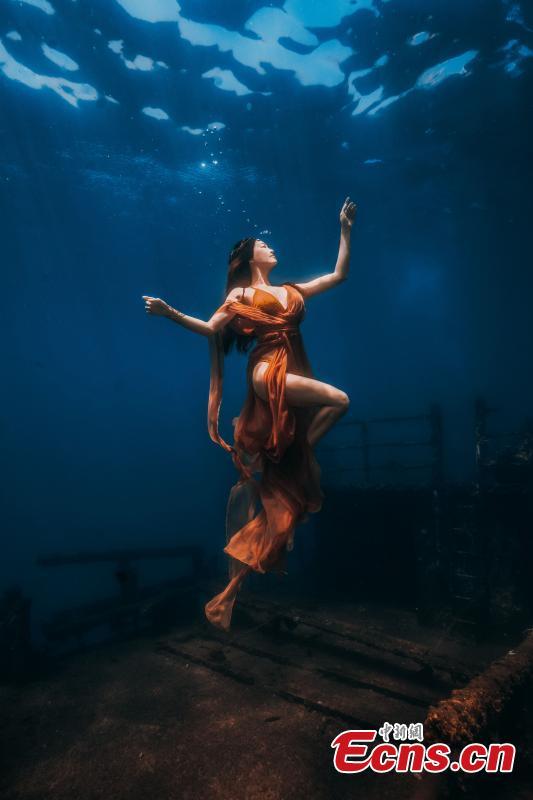 Eye-catching photos show amazing underwater world in Sanya