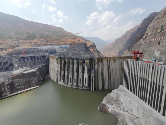 Hydroelectric generating set with million-kilowatt capacity generates first kilowatt of power