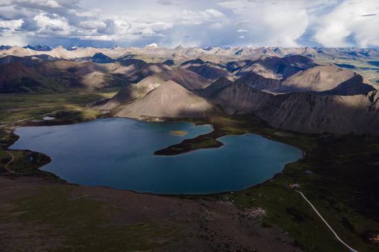 Magnificent scenery of Sijinlacuo Lake in Tibet