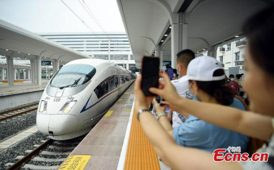 New railway forms high-speed network in Southern Sichuan Province