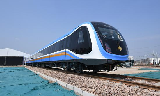 First subway train using domestic standards rolls off assembly line in Central China