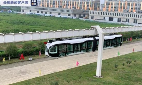 The air-rail vehicle is in operation. (Photo:/China Central Television)