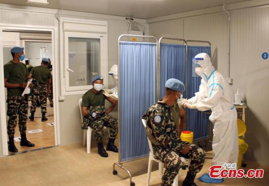 Medical unit of Chinese peacekeeping forces administer vaccines to UNIFIL members