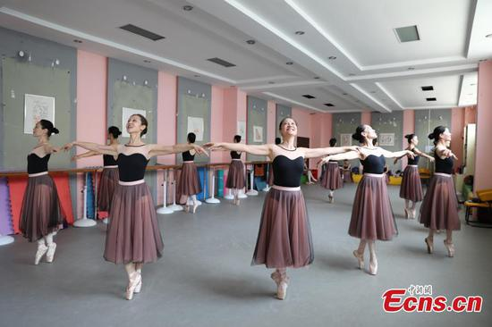Grannies in Henan on their way to pursuit ballet dream