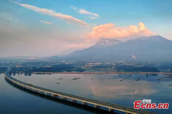 Fantastic sunrise scenery along Jiangxi's ring expressway