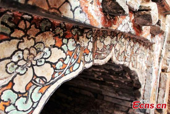 Frescoes and brick carvings well-conserved in Jinan's ancient tombs