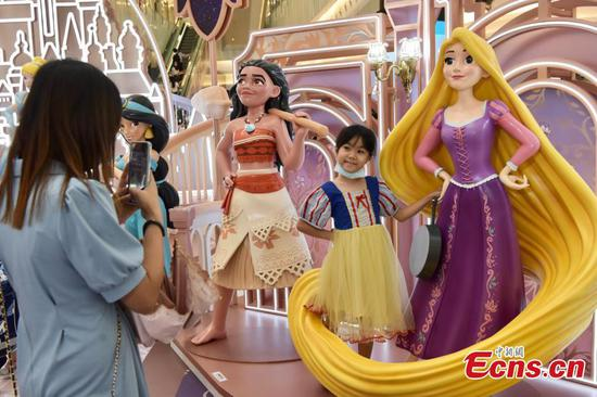 Sculptures of Disney princesses attract young visitors in HK