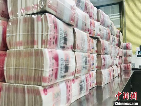 China announces reserve requirement ratio cut