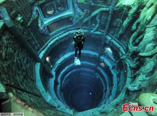 Divers explore deepest swimming pool in Dubai