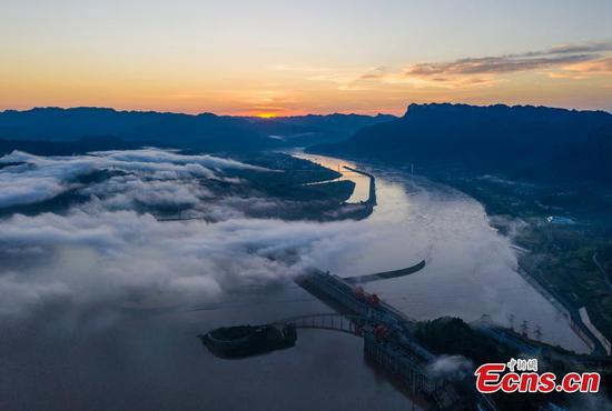 Mist and morning glow decorate Three Gorges