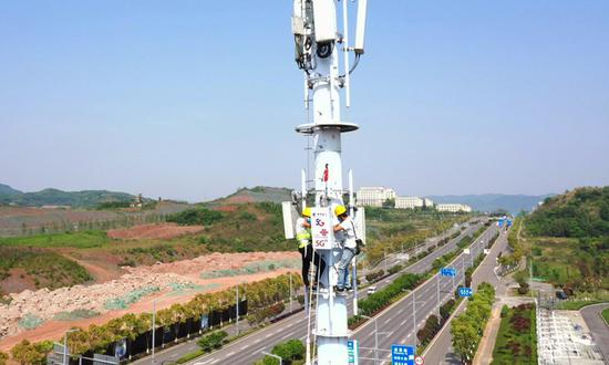 China rolls out 916,000 5G stations, making up 70% of global total