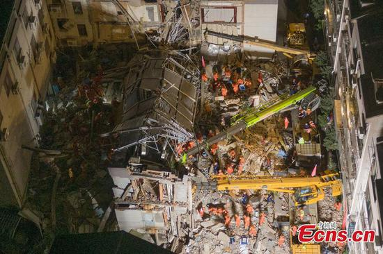 Rescue efforts continue at collapsed building in Suzhou