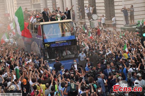 Italian national football players celebrate with fans in Rome