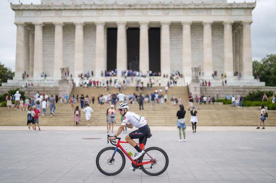 A cyclist rides by the Lincoln Memorial at the National Mall in Washington D.C., the United States, June 12, 2021. (Photo by Ting Shen/Xinhua)