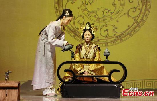 Ancient Chinese costume show illuminates 'silk culture'