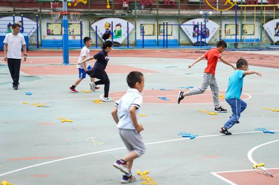 Students in provinces and cities across China will return to their campuses during summer vacation this year, but not to take classes. This year students will spend a fun summer back at school as China's educational authorities strive to alleviate the burden on them.