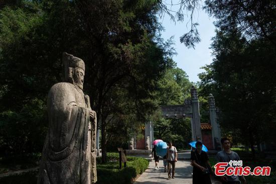 World heritage Ming Xiaoling Mausoleum attracts visitors to Jiangsu