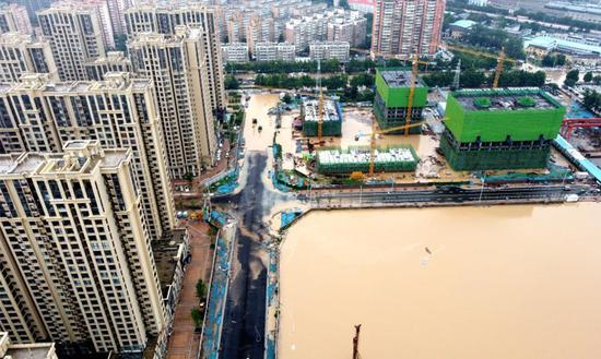 Car manufacturers send donations to flood-hit Henan